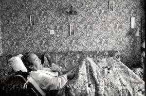 """Segundo Premio FotoPres´01 al fotógrafo Diego A. Rodríguez Sánchez (Barcelona) por el reportaje """"Alzhéimer: la traición de la memoria"""". / EFE"""